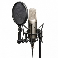 Voice-over opnamen in commentaarcel per uur